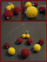 Felt necklace and earrings by Amaltheea