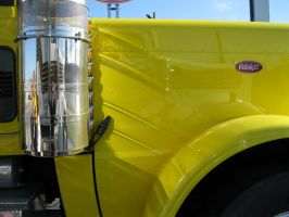 Peterbilt by losthormes