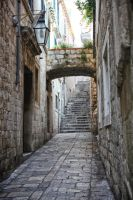 Narrow alley way. by Horrendeus