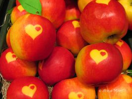 Apple with heart by annamnt