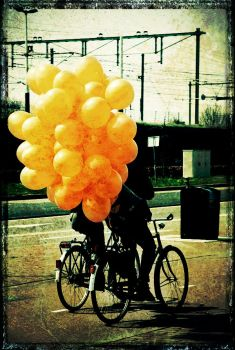 Balloons on a bike by TanteSjaan