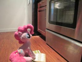 Pinkie pie bake by Template93