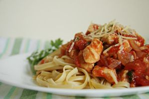 Linguine with chicken breasts by fourzerofive