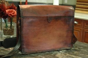 Messenger Bag Two-backside by Blackthornleather