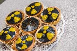 Nuclear Cupcakes by StefanJanisch