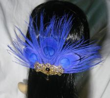 Violetta - Hairclip with purple Peacockfeathers by Ganjamira