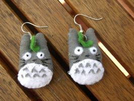 totoro plushie earings by Geek-ON