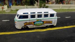 VW Cali Tour Bus by hankypanky68