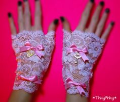 Gothic Loli fingerless gloves by tinkypinky