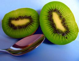Kiwifruit by LauraLeeIlly