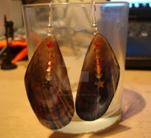 shell and star earrings by Thira-Evenstar