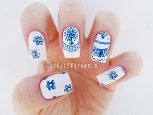 Blue and White Nails by jeealee