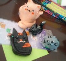 Air dry clay's Cats charms by nancy-hiwatari