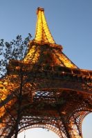 La Tour Eiffel at sunset by sdsphotos