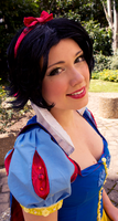 Snowwhite Smile by flakes-sama