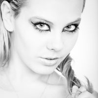 Sarune in High Key by Stilfoto
