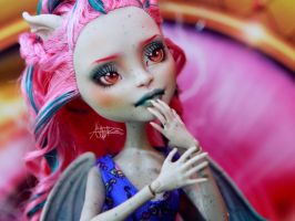 Rochelle Goyle Monster High repaint by AshGUTZ