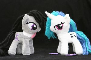 Octavia and Vinyl Scratch by DraglaPlushies