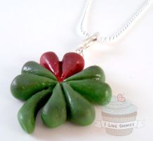 Cupid's Clover necklace by ilikeshiniesfakery