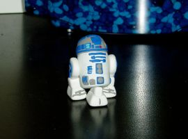 R2D2 - The Pocket Bot by IttyBittychu