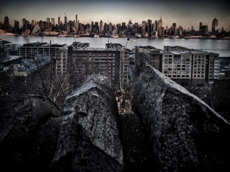 Rocky Pass Through with Manhattan View by Vyechi