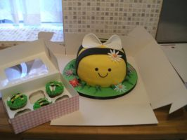Bee Cake and Cup Cakes by gertygetsgangster
