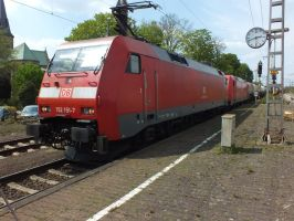 152 151 and 185 353 with mixed freight. by damenster