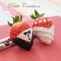 bride+groom strawberries pins3 by PetiteCreation