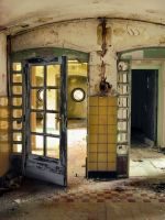 Urbex at RTT home 04 by colin-H