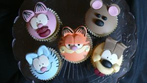 Garfield cupcakes by laylah22