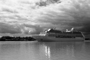 Insignia - Bordeaux - BW full by Pierre-Lagarde