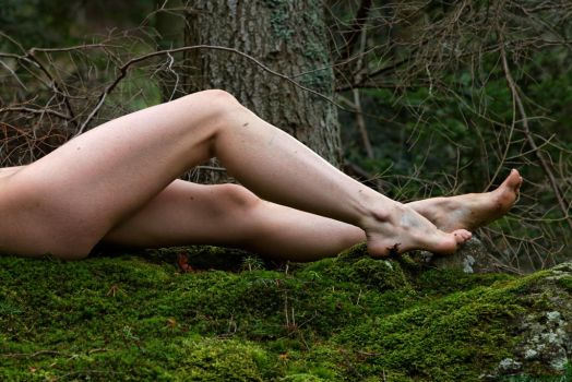 Laetitia, so leggy by PhotographicEmotion