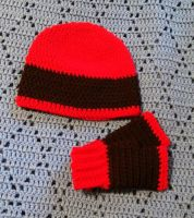 Hat and gloves set by FreakieGeekie
