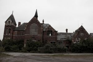 Brunswick Abandoned School Hull by samtheartman