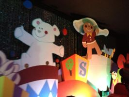 It's a Small World Holiday by firegirl1995