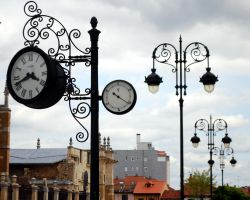 Clocks near the Cathedral of Leon by melgag
