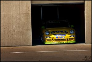 Porsche Waiting by jcreech