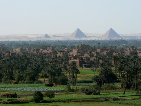 Giza overlook by IronMantis
