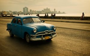 Malecon Parade IV by Ondro