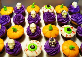 Halloween Cupcakes by DarkMindsEye