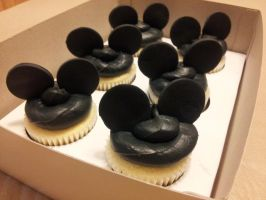 Mickey Mouse Cupcakes by fairielove