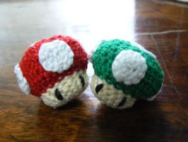 Mario Mushrooms by nuniko