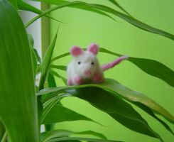needlefelted mouse 1 by were-were-wolfy