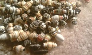 Paper Beads by xneeneex