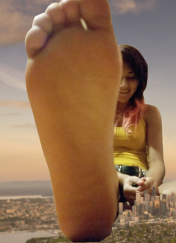 Giantess Kitty surrounds a City by dochamps