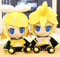 Kagamine Rin and Len plush by XEvilEmoKittyX