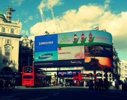 Piccadilly Circus - London - UK by LucaHennig