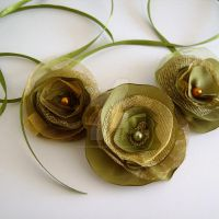 Fabric flower necklace by MadelinesWardrobe