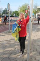 Scouting helps with the flag on kingsday Spijk by slingeraar