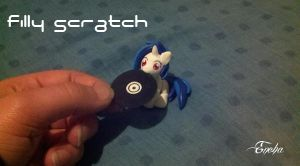 Filly Scratch's Gift by Eneha